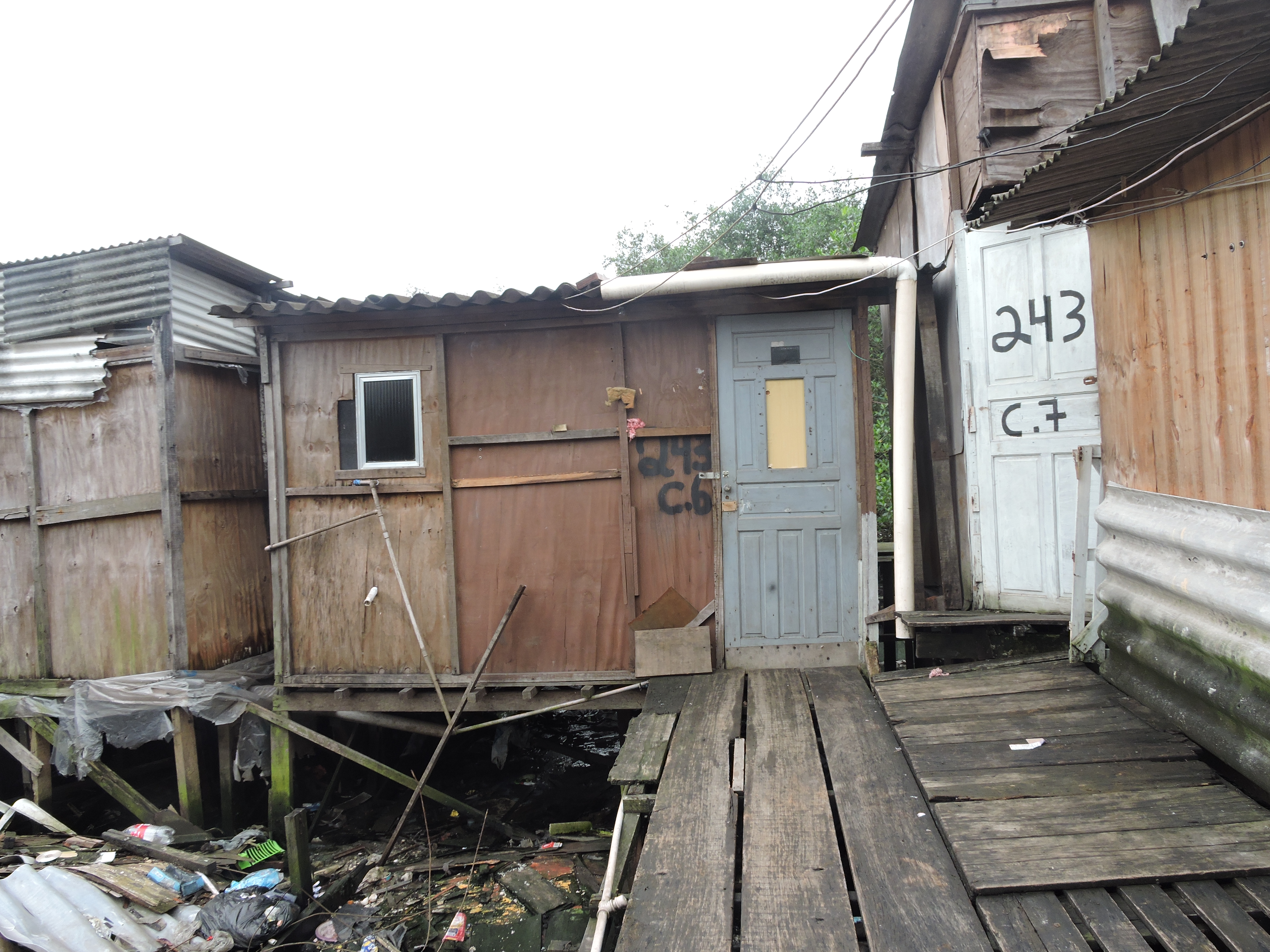 Moradores da Vila Esperança querem o Estado fazendo.