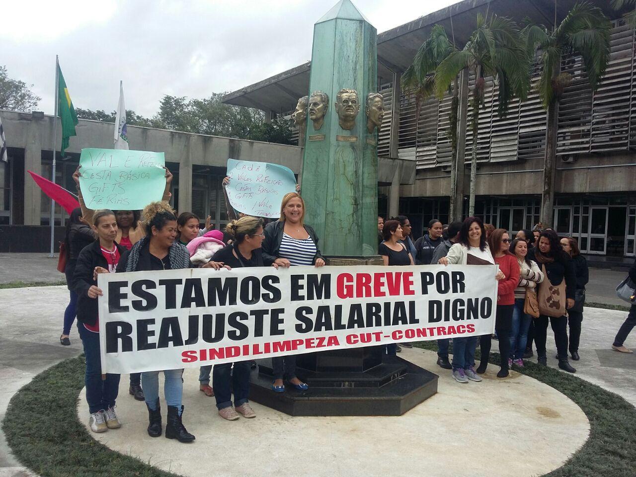 Servidores da CURSAN não conseguem honrar as suas obrigações pessoais. Foto de Luiz Fernando Valentim.