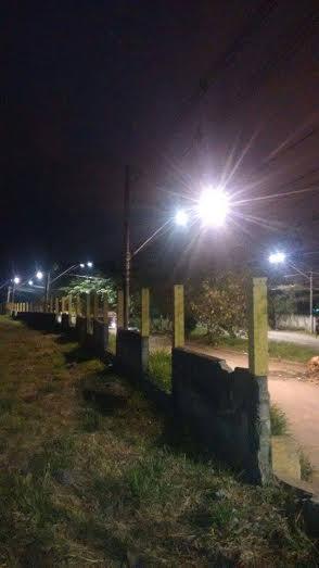 Acesso a Vila dos Pescadores iluminada pelo Governo do Estado.