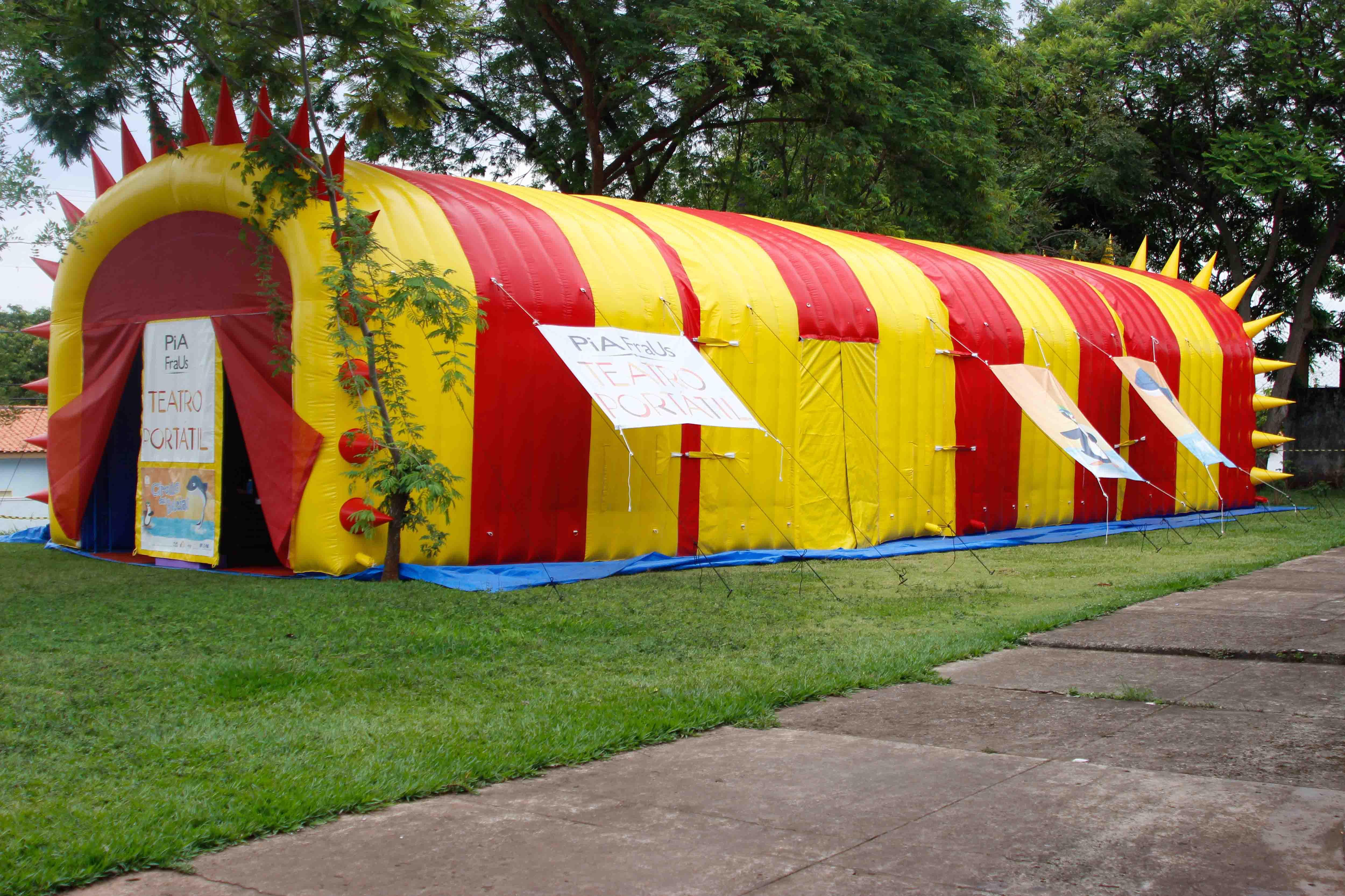 Estrutura inflável, impacta cidade, despertando a imaginação das crianças.